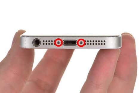 schrauben des iphone displays loesen 1 1